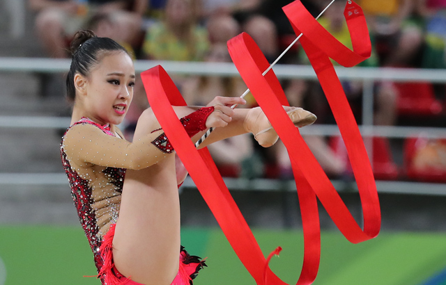 Son Yeon-jae performs ribbon routine