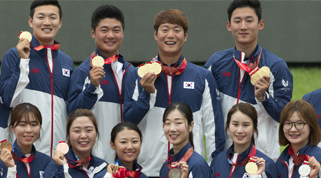 Behind home cooking, partisan crowds, S. Korea wins medal race for first time