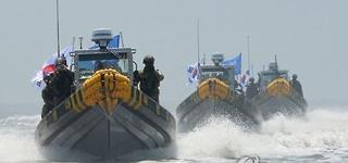 (FOCUS) La surpêche et le laxisme, les principales causes de la pêche illégale des bateaux chinois