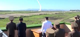 Kim Jong-un assiste au test d'un nouveau système d'armes antiaériennes