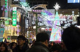 부산 '겨울 명물' 크리스마스 트리축제에 800만명 방문