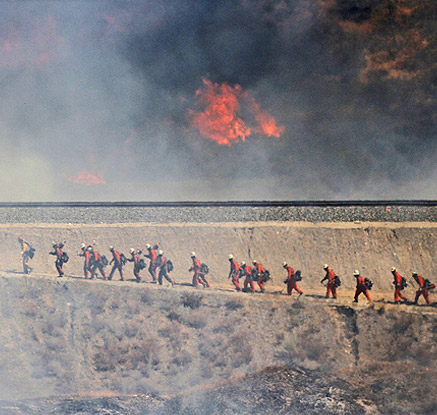 美캘리포니아 산불 진압 행렬
