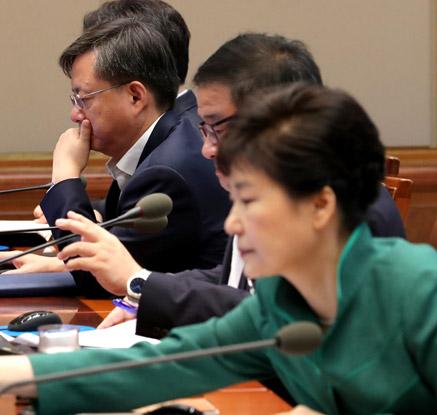 수석비서관회의 참석한 우병우 민정수석