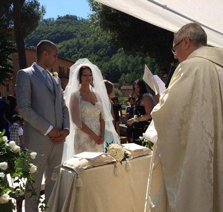 이탈리아 지진 잔해 위에서 한 결혼서약