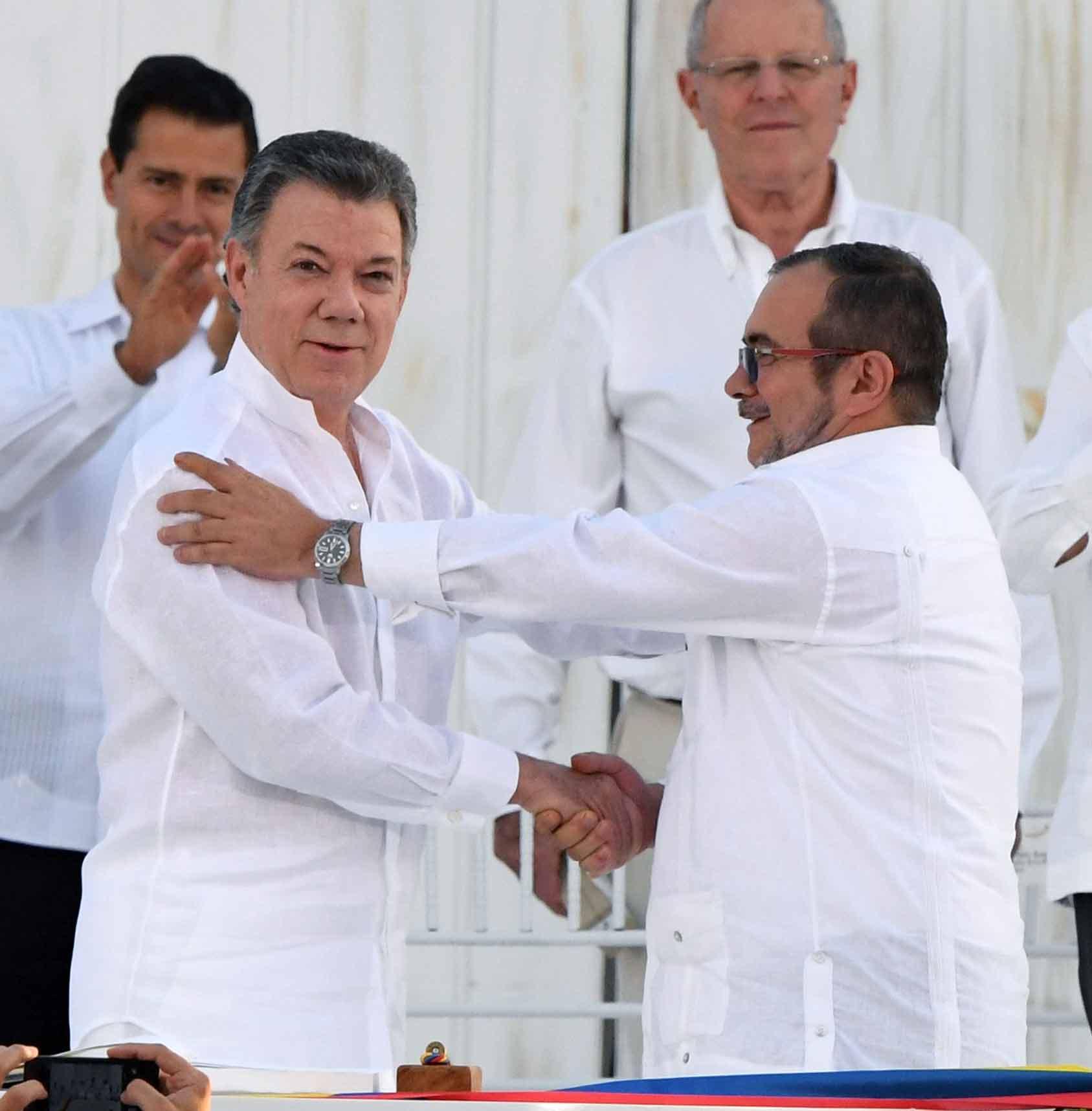 '52년만의 화해 악수'…콜롬비아 정부-반군 평화협정 서명