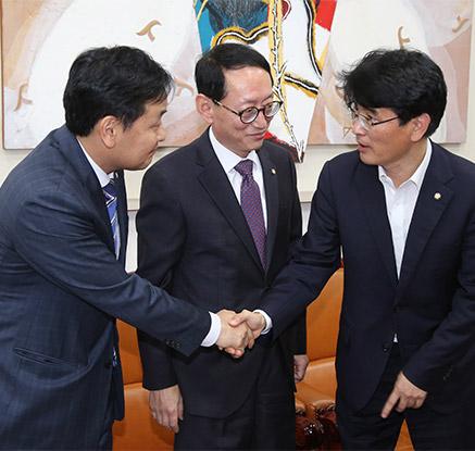 '최순실 의혹' 특검 협의 위해 만난 여야 수석부대표