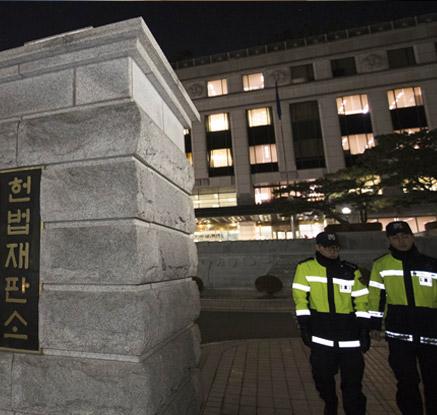 '탄핵가결, 헌재의 선택은?'