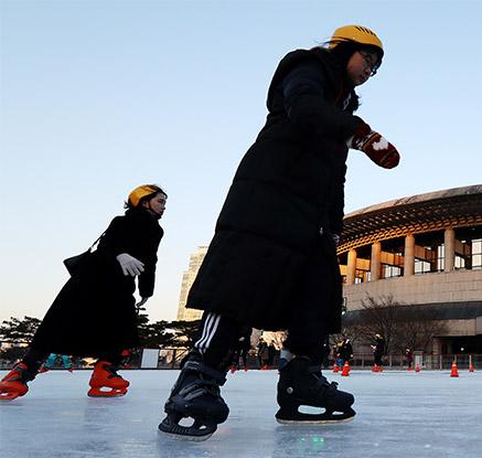 겨울 스포츠 스케이트 즐겨요