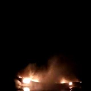 [현장영상] 어선에 불…바다 뛰어든 선원 7명 전원 구조