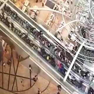 [현장영상] 홍콩 대형 에스컬레이터 역주행…18명 중경상
