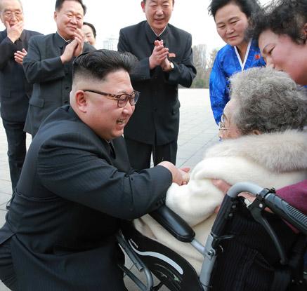 北김정은, 98살 할머니 항일빨치산에 '살가운 예우'