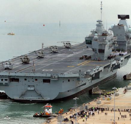 英해군 첨단 새 항모 '퀸 엘리자베스' 모항 도착
