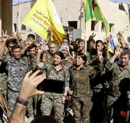 """국가참칭 IS수도 락까 함락…쿠르드·아랍군 """"곧 해방 선언"""""""
