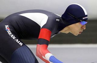 빙속황제 이승훈 1,500m 대회신기록으로 우승