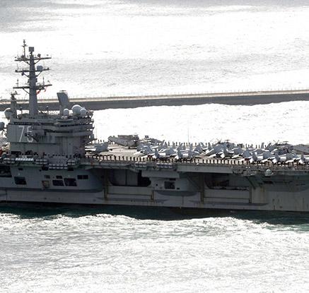 첨단 전투기 탑재 항모 레이건호 입항