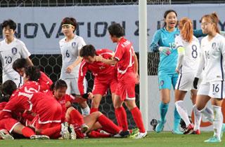 한국 여자축구, E-1 챔피언십 남북전서 0-1로 완패