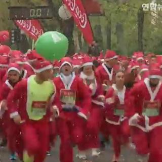 [현장영상] 유럽 곳곳서 산타들 달리기대회…1만명 육박