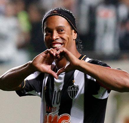 축구스타 호나우지뉴, 공식 은퇴 선언