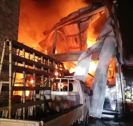원주시 2층 창고에서 불…인명 피해 없어