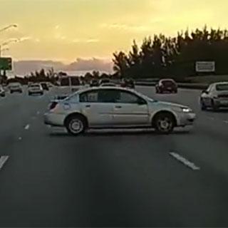 [현장영상] 고속도로 달리다 180도 돌며 미끄러진 차량…어떻게 됐을까