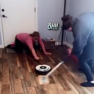 [현장영상] 로봇청소기·냄비·대걸레…우리는 이걸로 '컬링' 한다