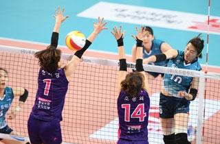 여자배구 GS칼텍스, 흥국생명 꺾고 3연승…4위 도약