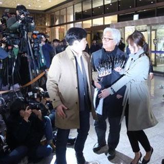 [현장연결] '연극계 성폭력 파문' 이윤택, 경찰 소환조사