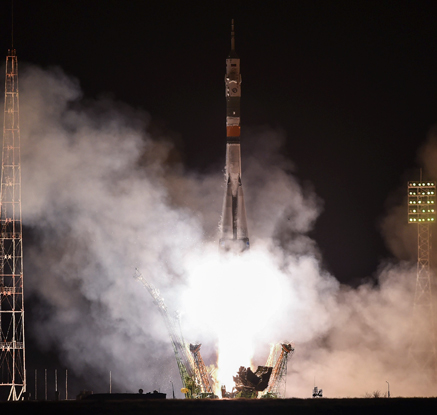 """러시아 소유스 우주선 성공 발사…""""ISS로 월드컵 공인구 운송"""""""