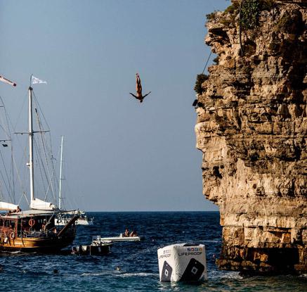 '27m 절벽 아래로 아찔한 점프'