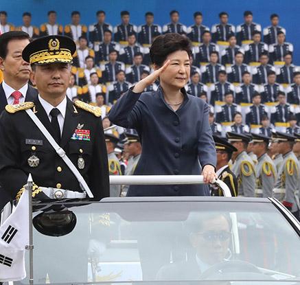 국군의 날 행사 참석한 박 대통령