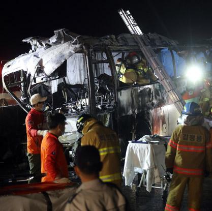 퇴직자부부 해외여행 다녀오다 참변…관광버스 화재로 10명 사망