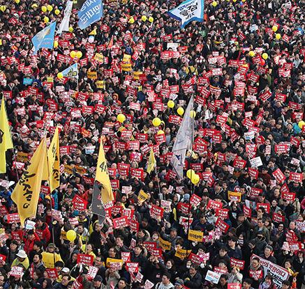 6차 주말 촛불집회…청와대 100m 앞까지 '포위 행진'