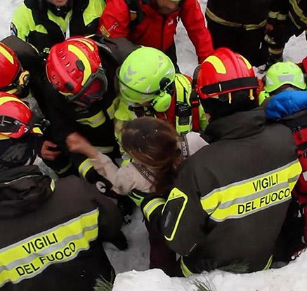 눈사태 덮친 이탈리아 호텔서 10명 '기적 생존'