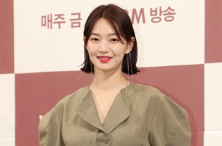"""신민아 """"'만취 연기' 실제 모습과 싱크로율 90%"""""""