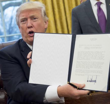 """트럼프 'TPP탈퇴' 행정명령 서명…""""美우선 양자무역협정 시대로"""""""