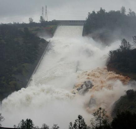 美 캘리포니아 오로빌댐 범람 위기…19만 명 긴급 대피