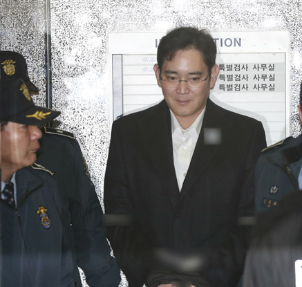 특검, 이재용 연이틀 소환…朴대통령 뇌물의혹 집중조사