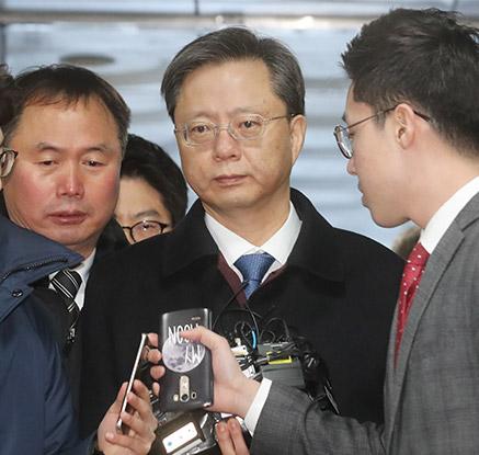 '실세' 수석서 구속 기로…우병우, 영장심사 출석