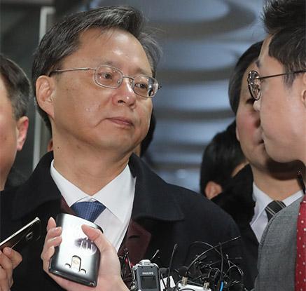 우병우, 또 '레이저' 눈빛…구속영장 실질심사 출석