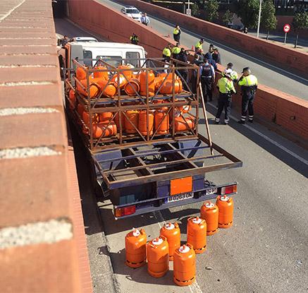 스페인 트럭 가스통 가득 싣고 '광란의 질주'…경찰이 총쏴 제압