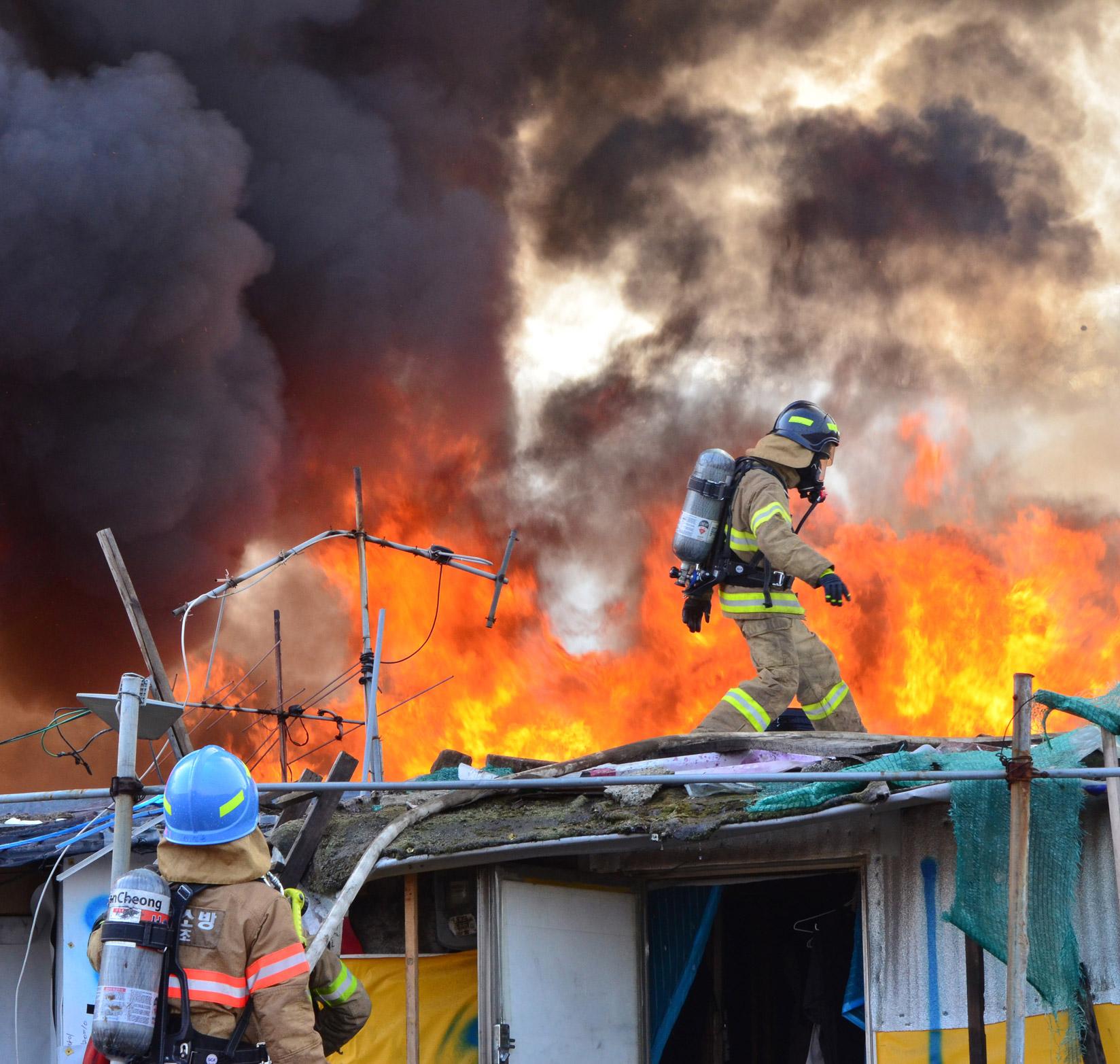 강남 구룡마을서 큰 불…1명 병원 이송·42명 이재민 발생