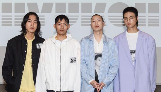 乐队Hyukoh新辑《23》席卷韩主流音源榜单