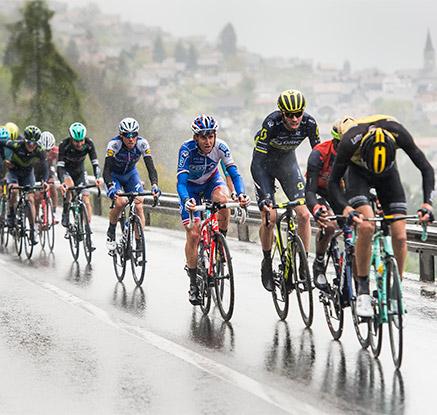 '빗속을 뚫고 전진하는 페달'…스위스 프로투어 사이클링 대회