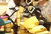페라가모·디올…명품브랜드들 한국서 '울상'