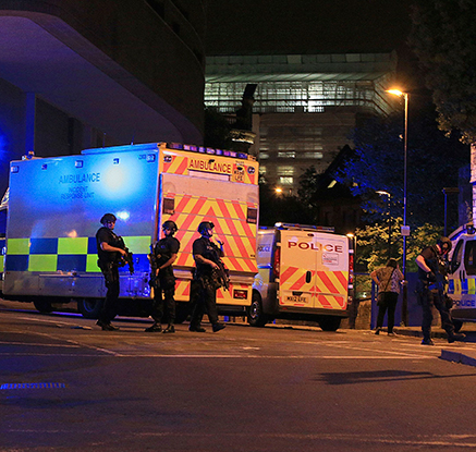 英맨체스터 경기장서 공연중 폭발…19명 사망·50명 부상