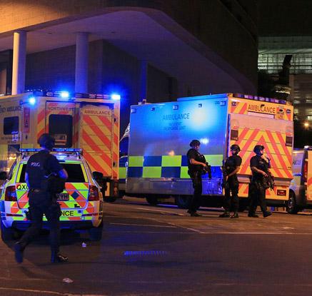 英 맨체스터 경기장서 공연중 폭발…22명 사망·50여 명 부상