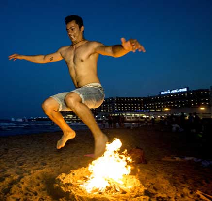 '악령을 뛰어 넘으며…' 스페인 산 후안 축제