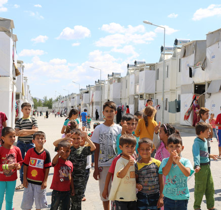 [르포] 난민 2만5천명 '컨테이너 도시'…곳곳에 에르도안 벽보