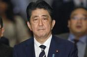 사학스캔들로 지지율 급락 아베 '총리직 버티기'