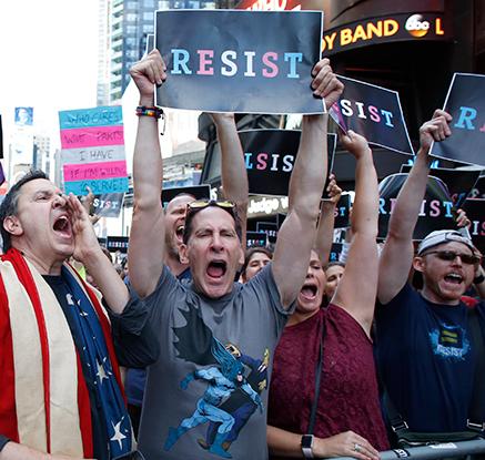 트럼프 '트랜스젠더 군복무 금지' 선언…곳곳 반발 시위